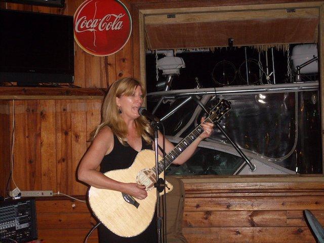 Jill Holly performing