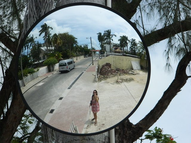 it is safe to walk around some areas of belize city